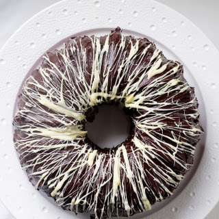 Red Velvet Bundt Cake + 5 Unique Bundt Links