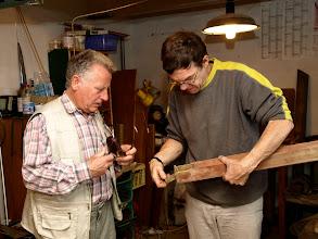 Photo: Pan Ing. Poláček vysvětluje které části píšťaly je ještě možné restaurovat s ohledem na napadení červotočem.