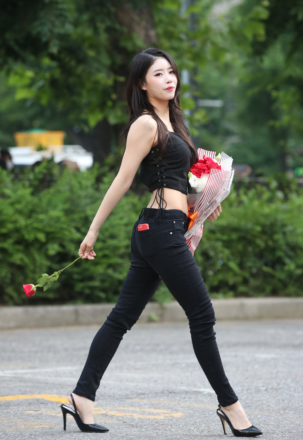 10 sexiest kpop outfits of the week girls