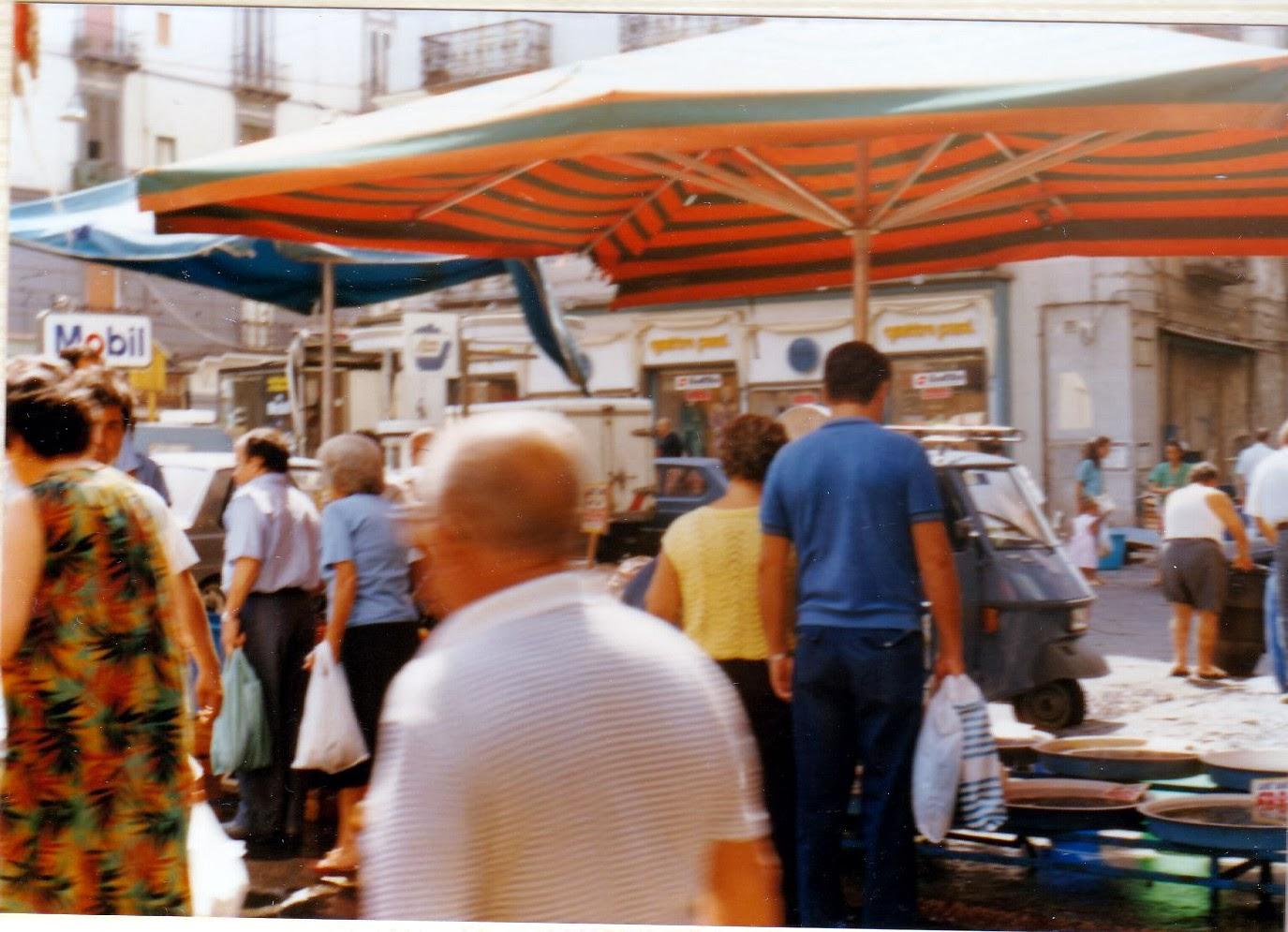 Photo: 『太陽がいっぱい』 http://goo.gl/zFOpRu (参考画像) ナポリ、ノラーナ門(Porta Nolana)前  魚市場の場面で登場したPorta Capuanaから南南東に500mほどのところ ©赤松幸吉