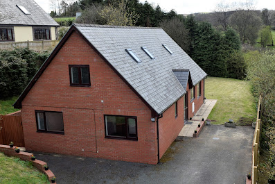 Detached chalet-style bungalow