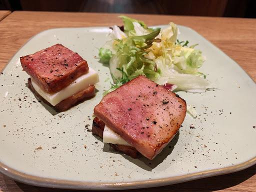 雙人套餐990+10% 可以選擇的麵類比較少 個人很喜歡厚切培根+mozzarella 這道前菜 套餐可以吃很飽 整體下來有很多驚艷的地方