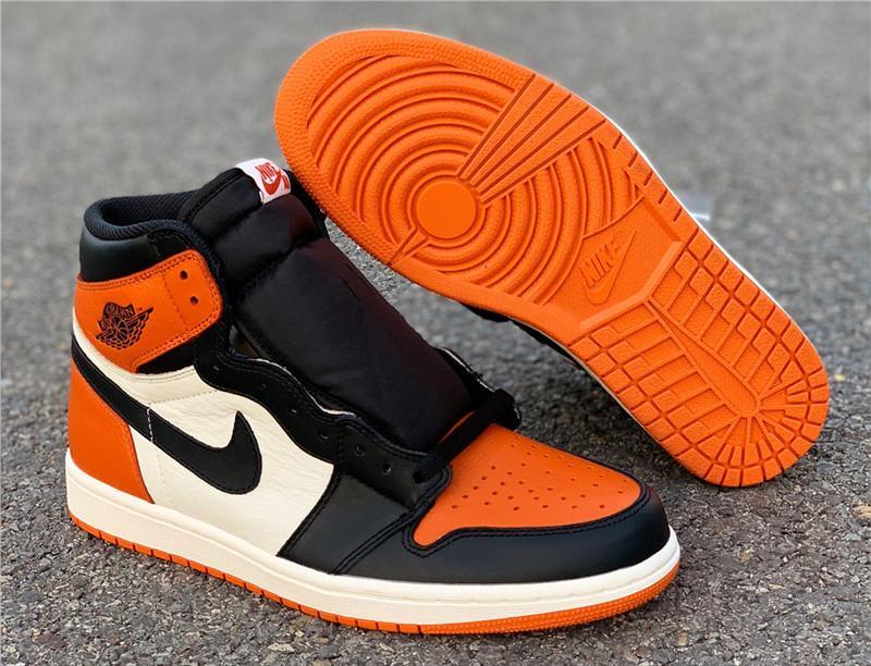 Một đôi giày mang đậm phong cách