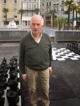 Photo: Tout un symbole pour ces chpt Jeunes, le doyen des échecs palois, Jean-Michel, participe aux événements