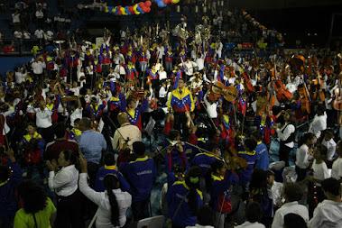 El entusiasmo del público y las orquestas que se presentaron en El Polideportivo José Roque Morales de Maturín convirtió el encuentro de la SNIV, con sus pares de Monagas, en una fiesta interminable. Aunque el pasado 27 de mayo hubo doble jornada para los 207 integrantes de la selección 40 Aniversario 2015, una energía incombustible los llevó a complacer a la audiencia con  el Mambo de Pérez Prado para cerrar el concierto.