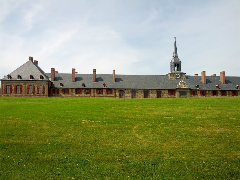Photo: The main gov't building at the fort. The big section on the left is the governor's apartment.