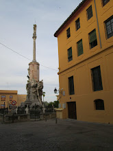 Photo: A picture of the same statue during the daytime.