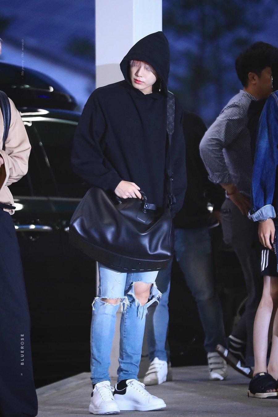 jungkook black bag 4