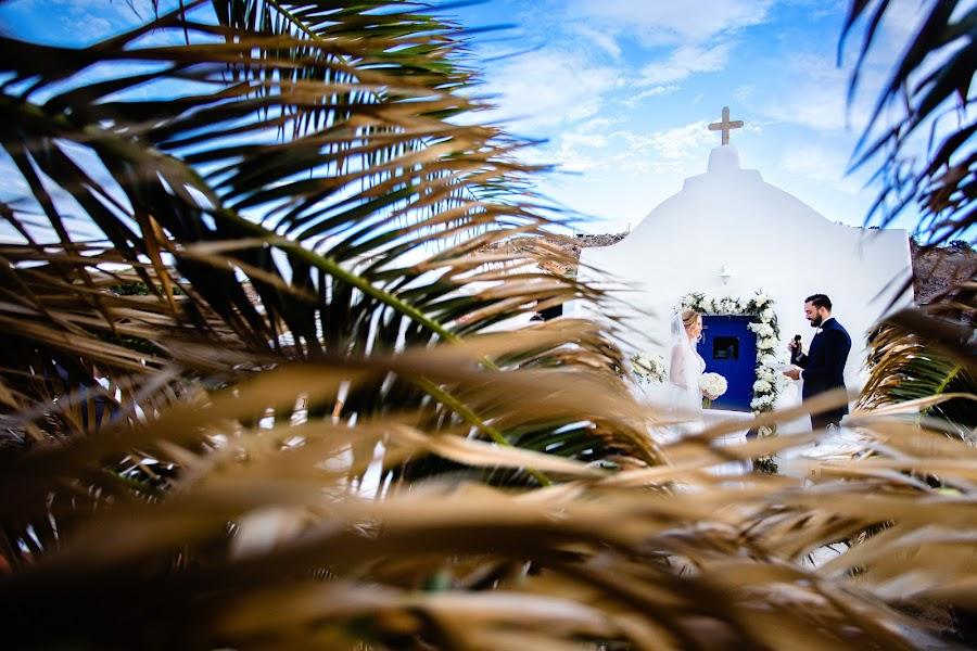 Wedding photographer Elena Haralabaki (elenaharalabaki). Photo of 01.03.2019