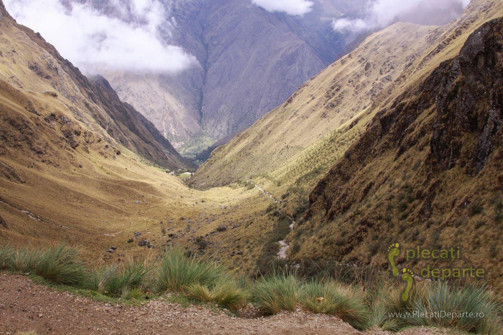 Valea din care am urcat in Dead Woman's Pass (pasul Femeii Moarte) la 4215m, pe Inca Trails spre Machu Picchu