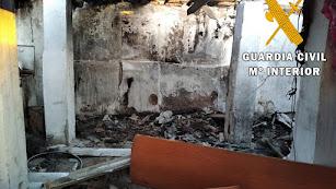Estado en que quedó la chabola tras el incendio.