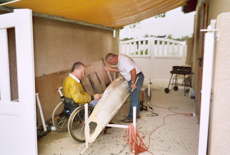 Photo: Travail sur les coques de pédalos