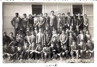 Photo: Nos la envía Carlos Vergara. Foto del año escolar 1957-58, correspondiente al tercer curso, grupos A y B. De todo este grupo finalizamos los estudios seis; llegamos al sacerdocio cinco y permanecen en la Orden cuatro.