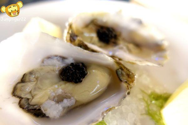 享用生蠔界的勞斯萊斯配氣泡酒的浪漫海景餐廳 - 貝隆餐酒館
