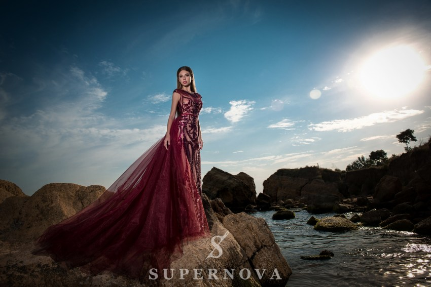 Вечернее платье со съемным шлейфом