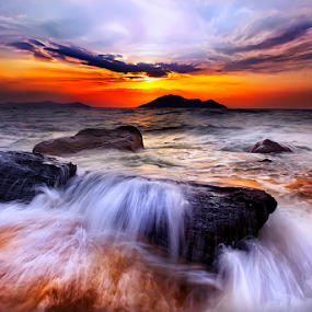 Waves view at sunset by Dany Fachry - Landscapes Waterscapes