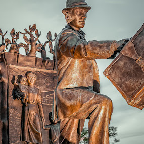 The Emigrant Statue by Mario Guay - Buildings & Architecture Statues & Monuments