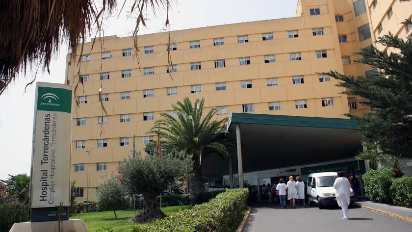 La víctima permanece en observación en el Hospital Universitario Torrecárdenas.