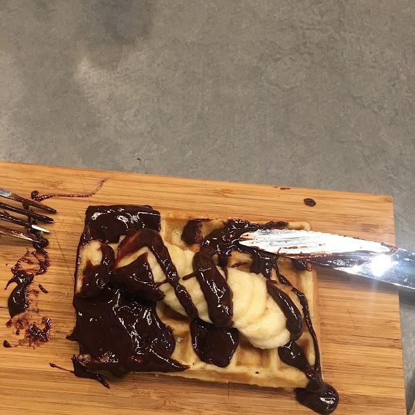 GF & sugar free waffle with chocolate & banana.