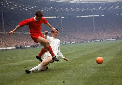 Un champion du monde 1966 et légende de Leeds hospitalisé