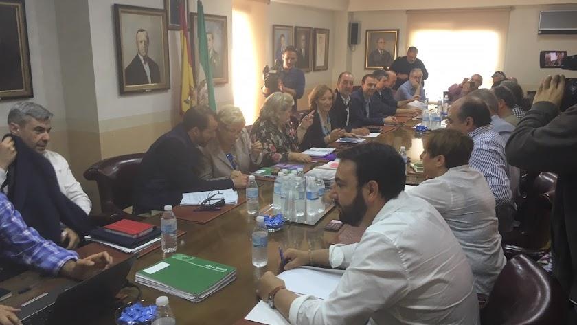 Una reunión de agentes del sector con responsables de la Administración.