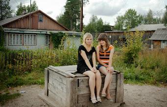 Photo: Pieningan tytot Zina ja Anita