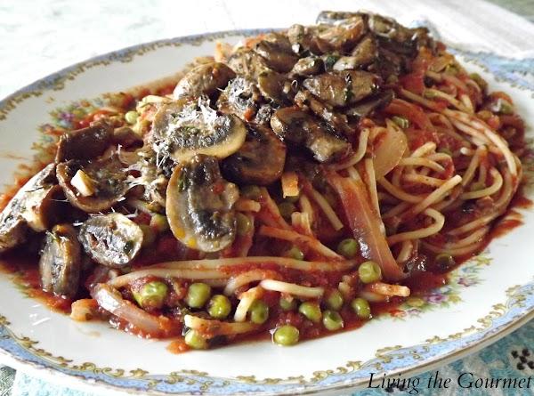 Spaghetti With Peas And Tomato Sauce And Mushrooms Recipe