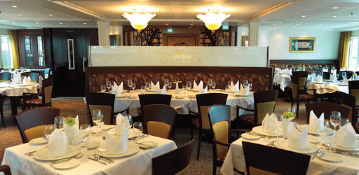 amalyra-dining.jpg - Gourmet dining on AmaLyra brings you sophisticated cuisine with attentive service.