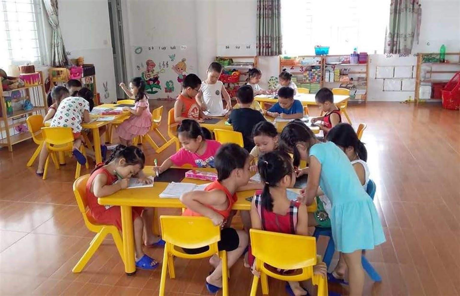 Cần có những giải pháp hợp lý để giải quyết tình trạng thiếu giáo viên,                     nhất là bậc học mầm non và tiểu học