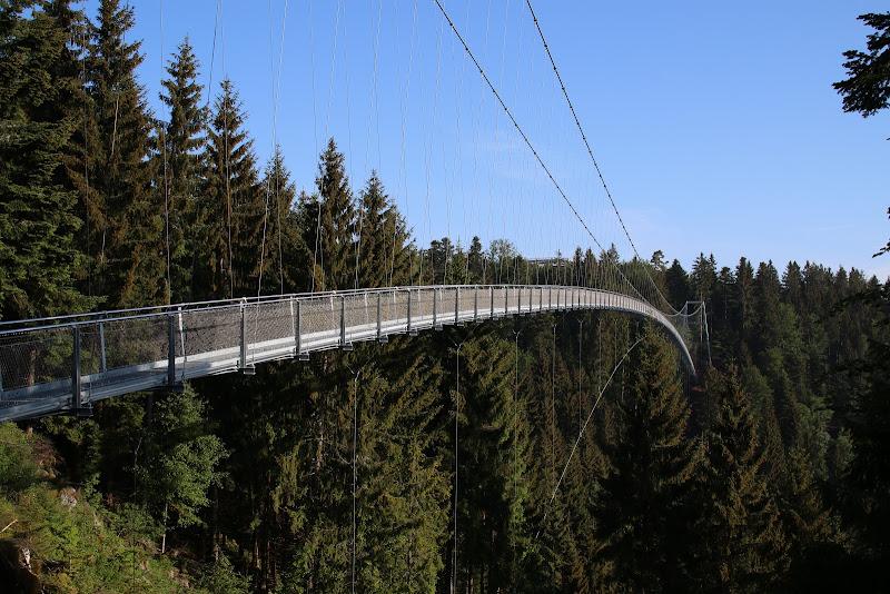 Die neue Fußgängerhängebrücke in Bad Wildbad am Sommerberg