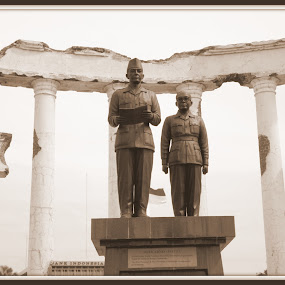 Soekarno & Hatta by Dennis Agusdianto - Buildings & Architecture Statues & Monuments