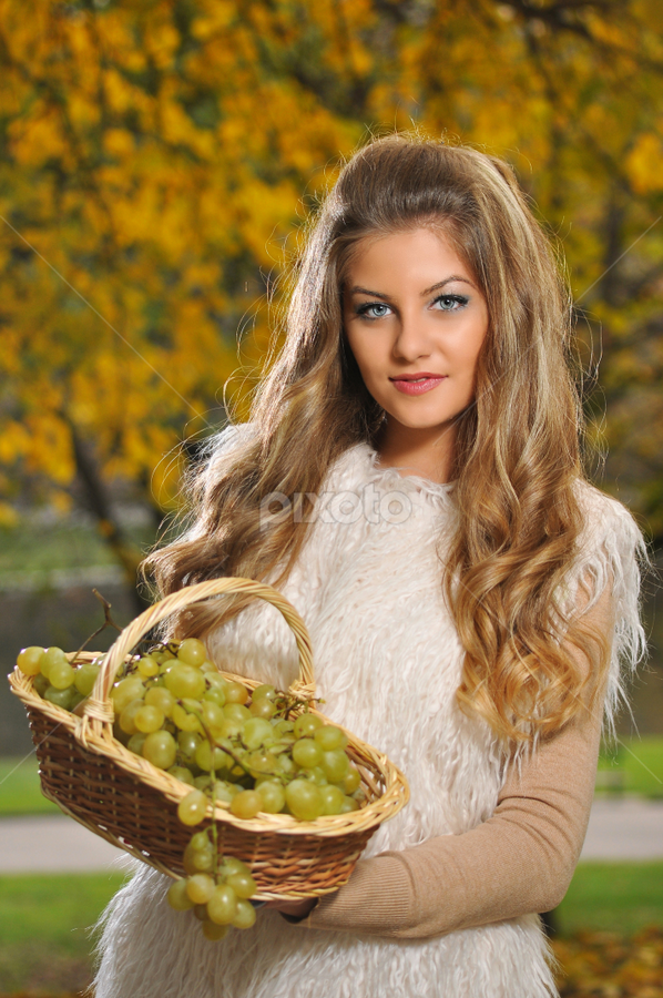 do you want grapes? by Stancioiu Alina - People Portraits of Women ( glamour, girl, autumn, grapes, portrait )