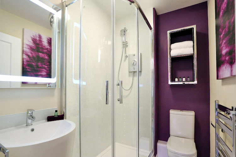 Bathroom at Luxury Aberdeen Airport Accommodation