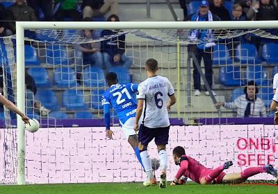 """Iké Ugbo geeft visitekaartje af aan fans en ploegmaats: """"Zijn eerste van vele doelpunten"""""""