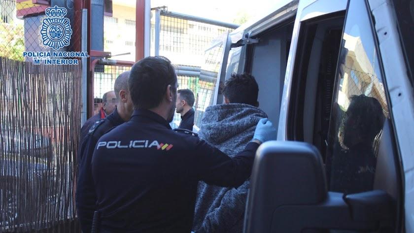 La Policía Nacional esclarece con su detención varios robos.