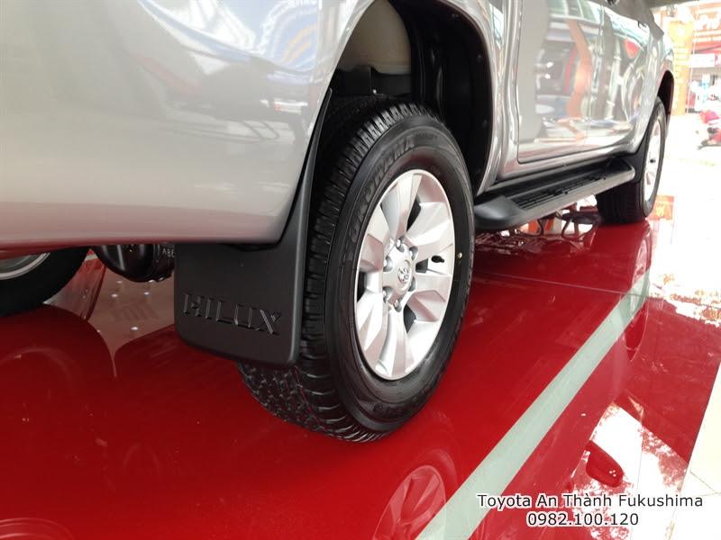 Khuyến Mãi Giá Xe Ôtô Bán Tải Toyota Hilux 2015 Nhập Khẩu Thái Lan 6