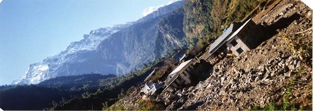 Photo: Dorp Bucharchap na een aardverschuiving.