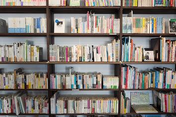 Bücherwand pixabay.jpg