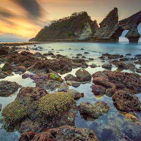 The Icon of Atuh by Bayu Adnyana - Landscapes Waterscapes ( atuh beach, bali, waterscape, sunset, nusa penida, beach, sunrise, landscapes )