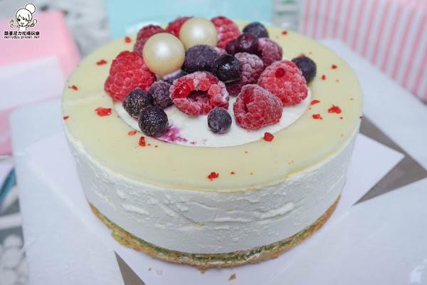 """開箱 會爆漿的""""滿覆莓心""""蛋糕,母親節限定款(Maddalena美地瑞斯)"""
