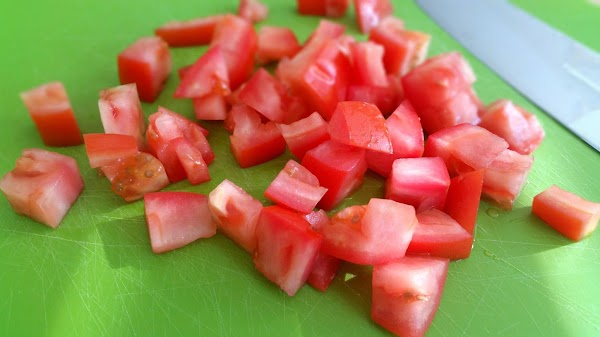 Dice a tomato into medium sized pieces (not too big).