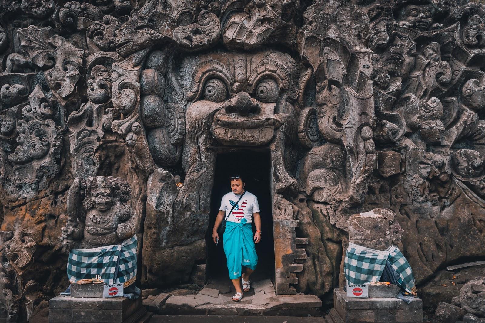 Entrance of Goa Lawha temple