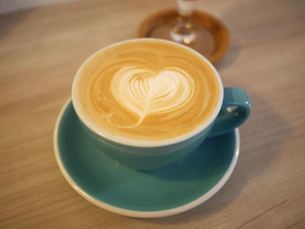 二街咖啡 2nd st. cafe,適合讀書用電腦的咖啡廳,有提供充電插座、wifi、咖哩飯、水餃、鹹食、早午餐、甜點、咖啡、下午茶。