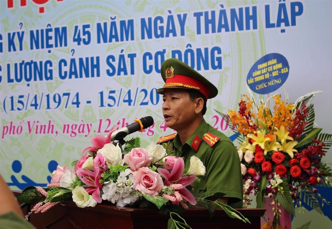Thượng tá Bùi Minh Quang, Phó trưởng phòng Cảnh sát Cơ động phát biểu tại hội thao