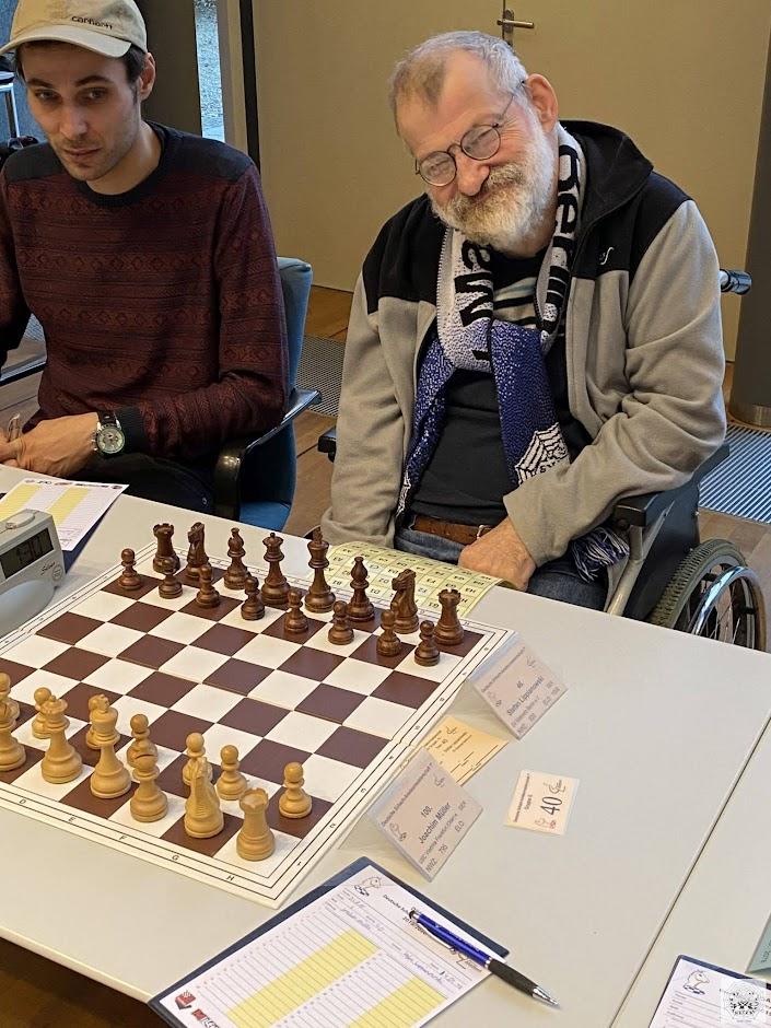 Stefan mit seinem Betreuer vor der 3. Runde gegen Joachim Müller (USC Viadrina Frankfurt/Oder)