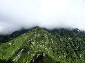 猫又山は雲に覆われ