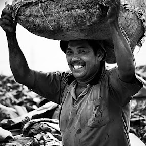 keep on smile :-) by Ribut Bagus - People Portraits of Men