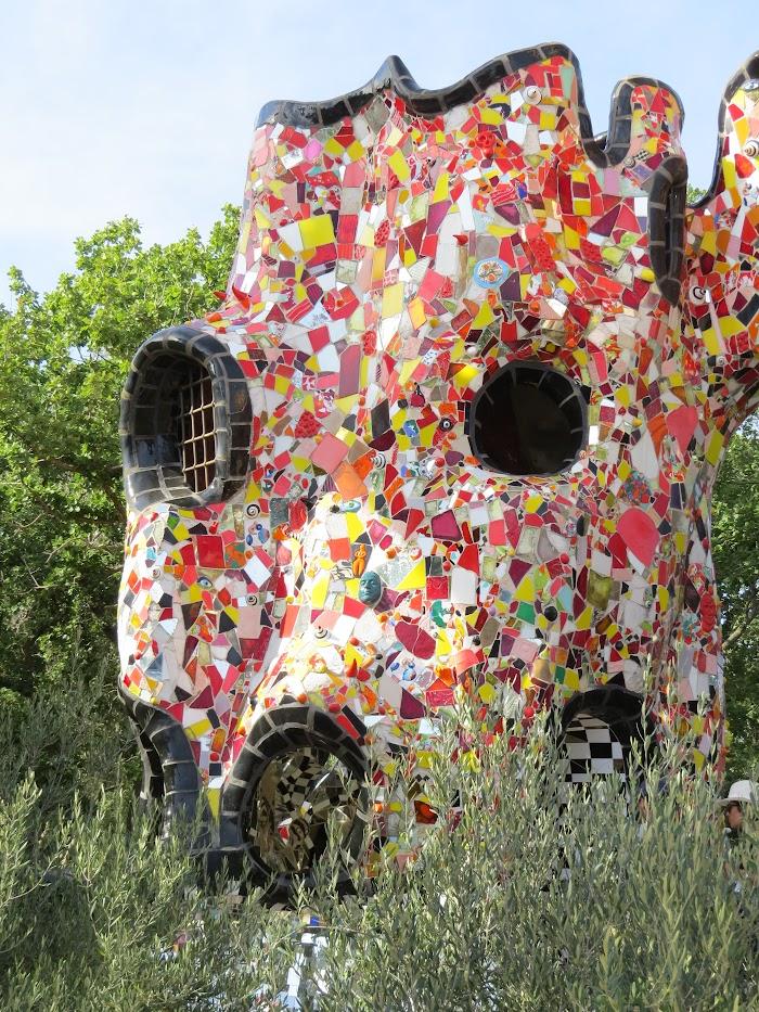 Niki de Saint Phalle, L'Imperatore, Giardino dei Tarocchi, Capalbio
