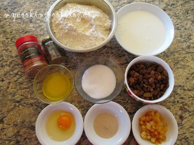 Топли кифлички с кръст (Hot cross buns)