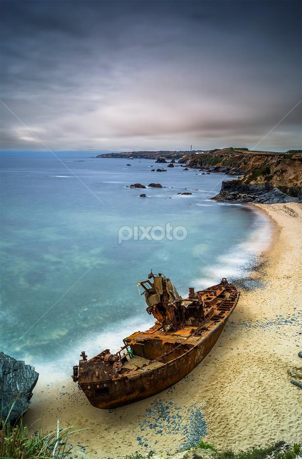 Old boat II by Emanuel Fernandes - Landscapes Waterscapes